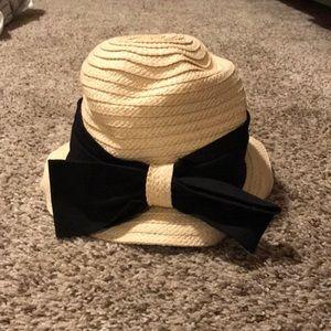 Accessories - Summer hat with black bow